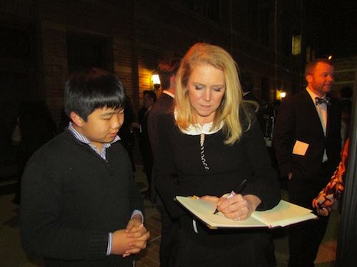 "Perry Chen watching ""Get a Horse!"" director Lauren MacMullan draw for him at 2014 Annie Awards (photo by Zhu Shen)"